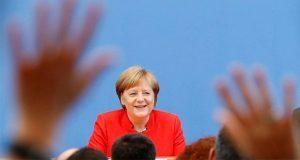 """Merkel afirma que reunión entre Trump y Putin """"es buena para todos"""""""