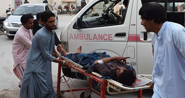 Atentado suicida en mitin electoral en Pakistán deja 128 muertos