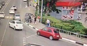 Auto embiste a peatones en Sochi, Rusia