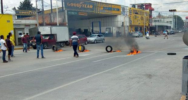 Con bloqueo vial, exigen cuerpos de 2 presuntos huachicoleros en San Martín
