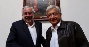 UNAM no puede recibir a todos, pero debe crecer capacidad: rector
