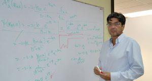 Gobiernos deben anteponer investigación a tecnología: físico de BUAP
