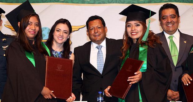 En BINE, se gradúan 260 licenciados y 58 maestros de generación 2018
