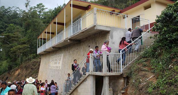 En Huitzilán de Serdán, edil inaugura aulas en bachillerato No.266