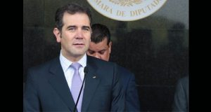 Consejeros del INE se bajarían sueldo si lo establece la ley: Córdova