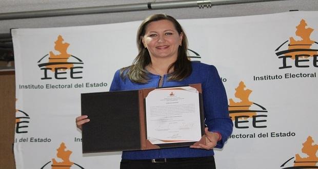 Recepción de acta por mayoría de votos como gobernadora electa, Martha Erika Alonso.