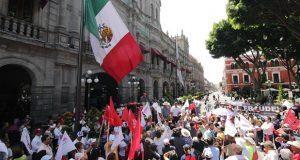 Marchan contra elección a gobernador en Puebla y reúnen firmas