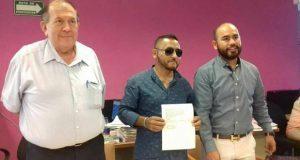 """Expandillero """"El Mijis"""" recibe constancia para ser diputado por SLP"""