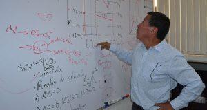Científico de BUAP busca generar luz blanca que no contamine