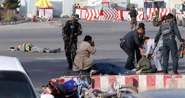 Ataque suicida deja 14 muertos cerca de aeropuerto en Afganistán