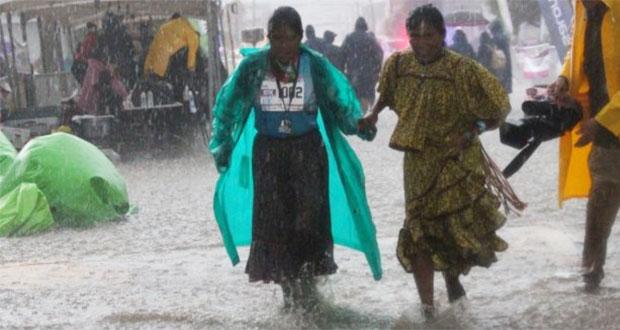 En medio de la lluvia, rarámuri gana segundo lugar en maratón