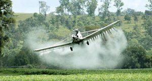 Pesticidas químicos envenenan a comunidades rurales en Brasil