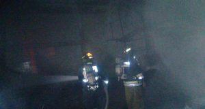 Sofocan fuego en fábrica textil de parque Resurrección