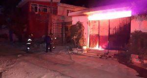 Fuego consume fábrica de frituras en Totimehuacán