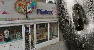 Dan cristalazo para asaltar tienda de regalos y pizzería en La Paz