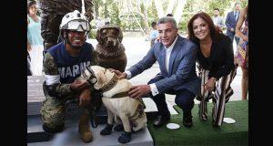 """Develan estatua de """"Frida"""" en Puebla y homenajean a perros rescatistas"""