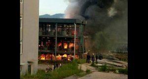 Suman 19 muertos por explosión en parque industrial de China