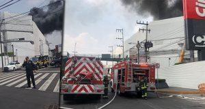 Controlan incendio en plaza Galerías Coapa en CDMX