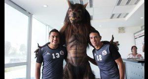 En redes sociales, causa controversia nueva mascota de Lobos
