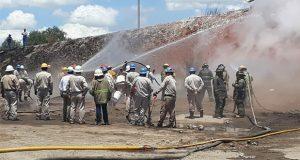 Tras 60 horas, sofocan incendio en toma clandestina de gas en Acajete