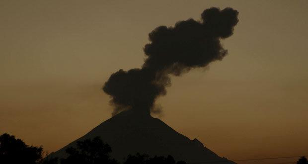 En 12 horas, Popocatépetl emite 34 exhalaciones y 5 explosiones