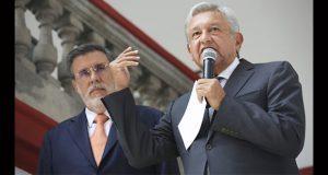 AMLO alista reformas para austeridad y contra delitos como huachicol