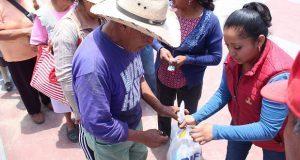 Vecinos de Ocoyucan reconocen apoyo alimentario de DIF municipal