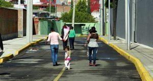 Ayuntamiento entrega 3 pavimentaciones en colonia Granjas Atoyac
