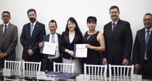 Egresados de Estomatología donan equipo de cirugía para posgrado