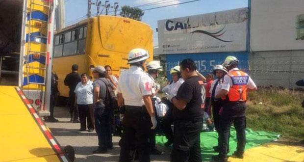 Ruta Xoxtla choca contra poste en la México-Puebla; hay 10 heridos