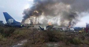 Víctima de avión desplomado en Durango demanda a Aeroméxico