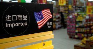 China amenaza con gravar con nuevos aranceles a productos de EU