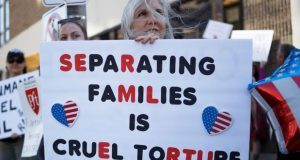 Caravana de abuelos denuncia separación de familias en EU