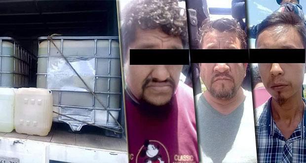 Aseguran a 3 presuntos huachicoleros y camión con gasolina en Izúcar