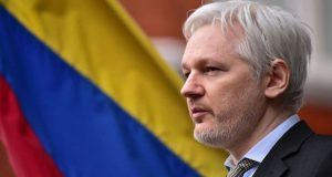 Assange pide ayuda a Australia; Ecuador no lo refugiaría más