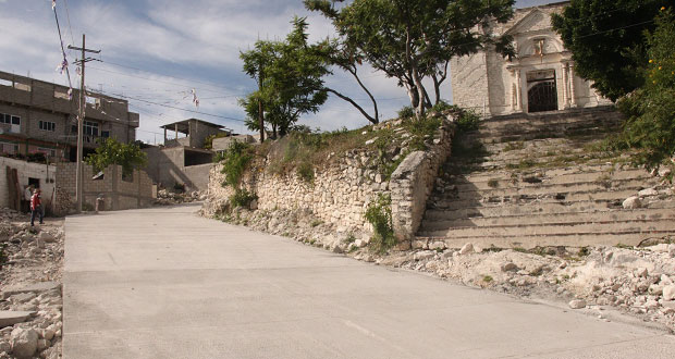 Ayuntamiento pavimenta dos calles en barrio San Pedro de Tepexi