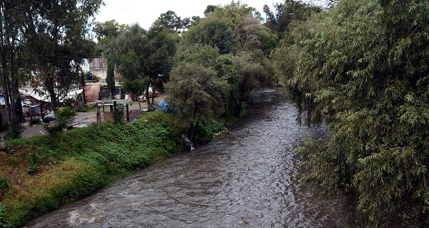 Comuna sanciona a seis empresas por contaminar el Atoyac: Navarro