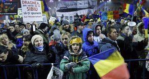 Rumanos toman las calles para exigir cese de la corrupción