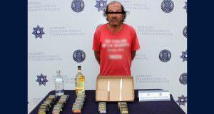 Policías municipales detienen a uno por asaltar Oxxo en La Gloria