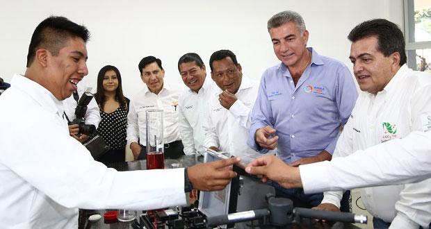 Gali entrega rehabilitación de Cecyte en Tehuitzingo