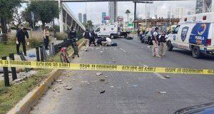 Conductor impacta motocicleta de policía turística en su día libre