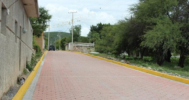 Antorcha gestiona adoquinamiento de calle en barrio de Ixcaquixtla