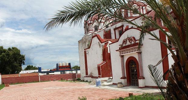 Antorcha y comité de feria adoquinan parroquia de Ixcaquixtla