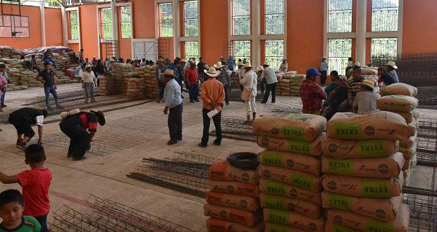 Comuna de Huitzilan entrega paquetes de vivienda a 79 familias