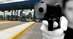 Asaltan a mano armada caseta de vía Atlixcáyotl y roban 2 vehículos