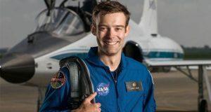 Astronauta estadounidense renuncia a la NASA