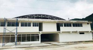 Construcción de auditorio en colonia de Huauchinango avanza al 98%