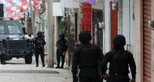 """Marina, FGE y SSP catean casas del """"Comandante 30"""" en Xonacatepec"""