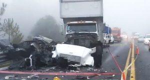 Choque de tráiler y auto en la Teziutlán-Virreyes deja un muerto