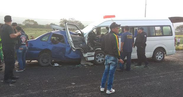 Choque en la Tehuacán-Teotitlán deja un muerto y 12 heridos